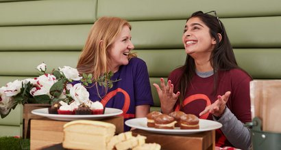RS1592_cake_bake_corporate-volunteers-t-shirt-bloodcanceruk_3 (1).jpg
